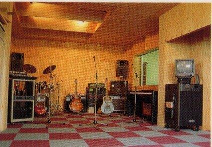 約28畳の大スペース 練習スタジオ。<br> Live前のゲネやゆっくり音楽をやりたい方に最適です。